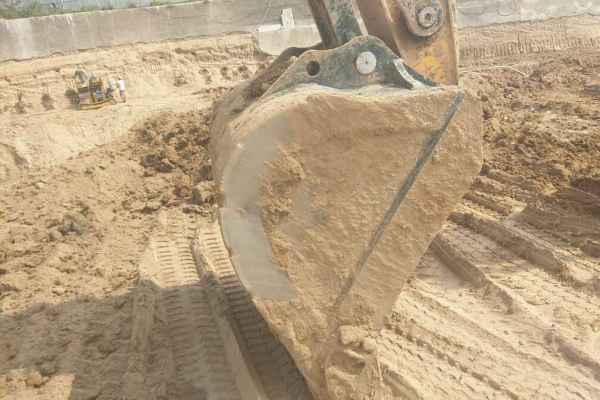 河南出售转让二手3865小时2013年现代R225LC挖掘机