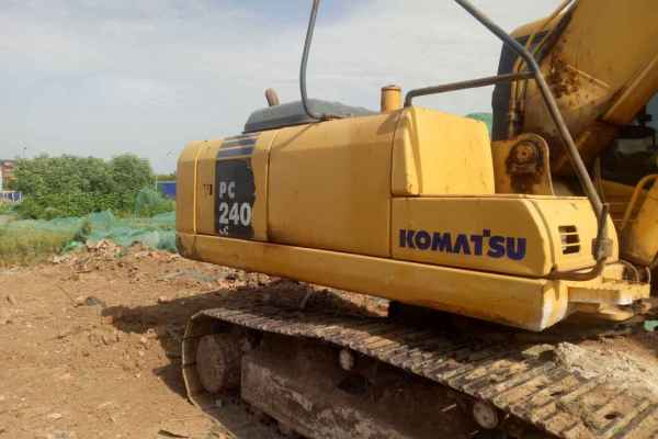 陕西出售转让二手6400小时2007年小松PC220挖掘机