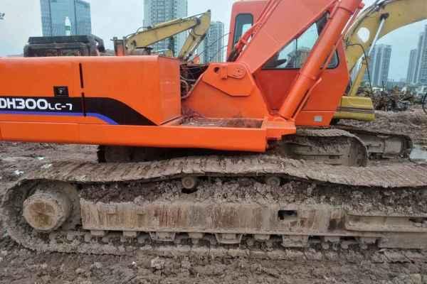 重庆出售转让二手15000小时2008年斗山DH300挖掘机