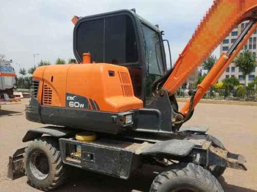 宁夏出售转让二手5200小时2013年斗山轮挖DX60WS挖掘机