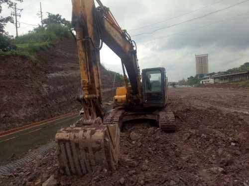 四川出售转让二手15000小时2009年现代R225LC挖掘机