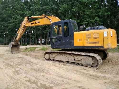 河南出售转让二手9000小时2011年现代R215挖掘机