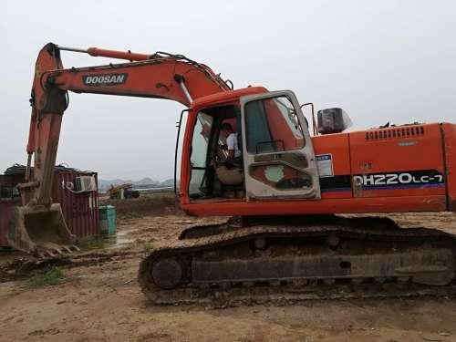 安徽出售转让二手11000小时2010年斗山DH220LC挖掘机