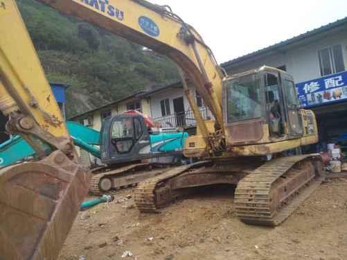 云南出售转让二手25000小时2007年小松PC240LC挖掘机