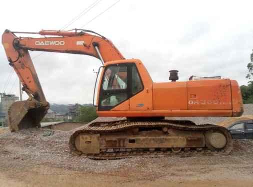 广东出售转让二手15000小时2004年斗山DH300挖掘机