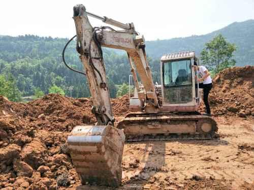 四川出售转让二手8000小时2011年竹内TB175C挖掘机
