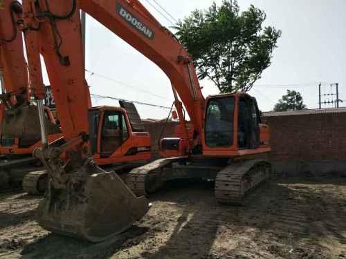 天津出售转让二手7800小时2010年斗山DX260LC挖掘机