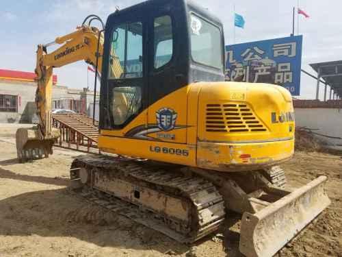 内蒙古出售转让二手4000小时2011年龙工LG6085挖掘机