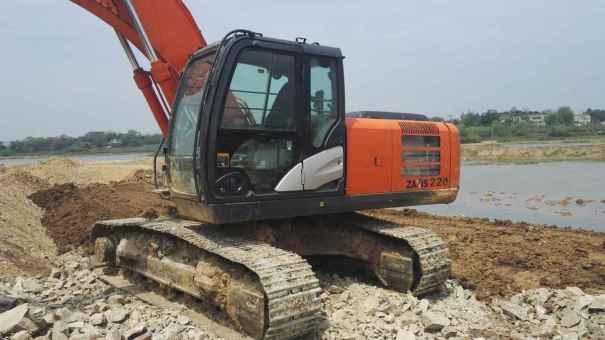湖北出售转让二手4000小时2013年日立ZX210LC挖掘机
