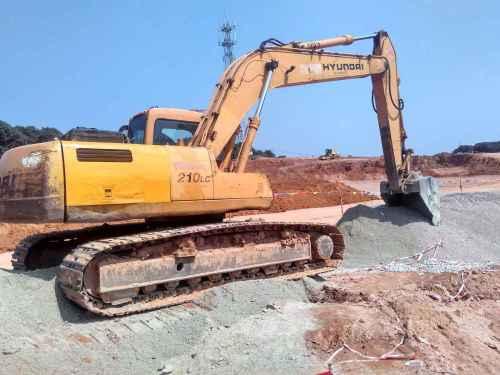 广东出售转让二手15000小时2003年现代R210LC挖掘机