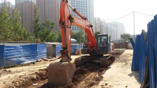 陕西出售转让二手5700小时2010年日立ZX240挖掘机