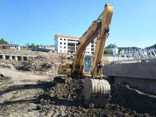 贵州出售转让二手9828小时2009年小松PC210挖掘机