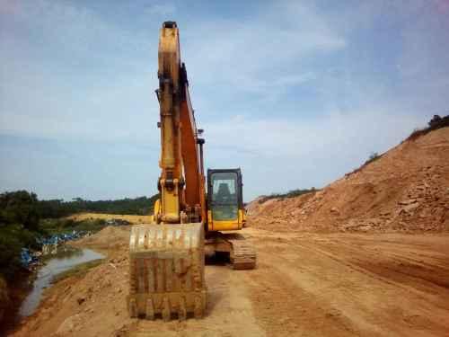 江西出售转让二手9000小时2011年龙工LG6215挖掘机