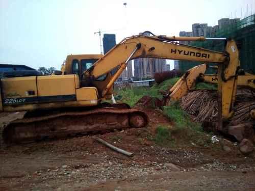 江西出售转让二手8787小时2009年现代R215挖掘机