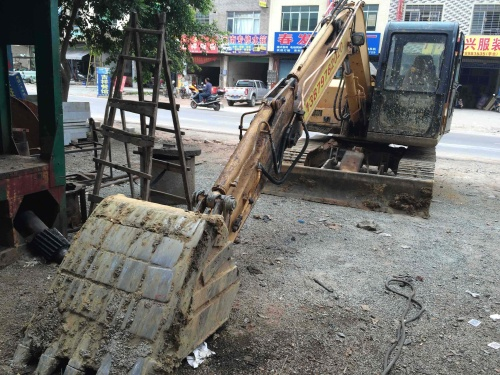 江西出售转让二手6800小时2010年柳工908D挖掘机