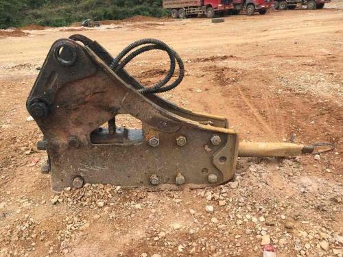 贵州出售转让二手3800小时2013年东洋140破碎锤