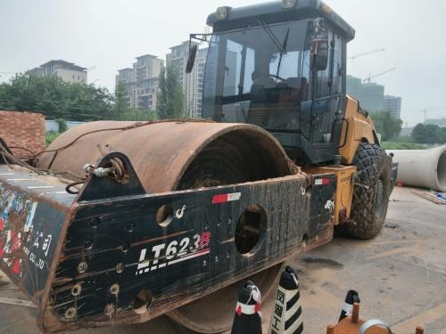 郑州市出售转让二手2013年洛阳路通LT622B单钢轮压路机