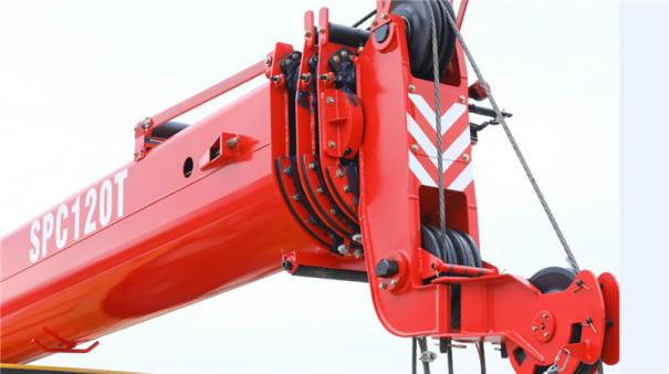 【高强起重臂】1、最大起重力矩510KN.m,全伸主臂起重力矩300 KN.m,吊载能力更强; 2、主臂全伸31.2米,最大起升高度31.5米,更高、更远; 3、采用U型截面臂,重量轻,刚性好;