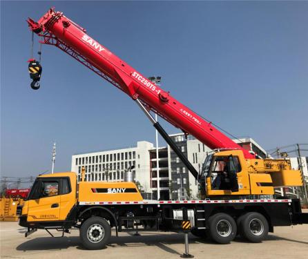 【吊载又强又稳】支腿跨距5.4m×6.4m,配重6.4T,基本臂最大起重力矩达1212KN.m,全伸臂最大幅度可吊1吨。