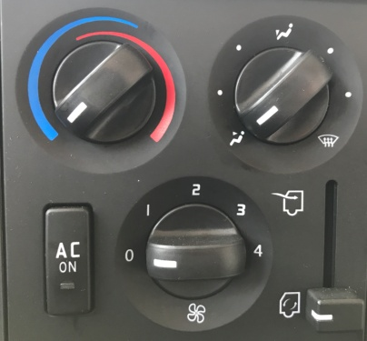 【Air conditioner】Comfortable air conditioner: Branded air conditioner and its multi-outlet air supply system provides driver and passengers with the ultimate comfort.
