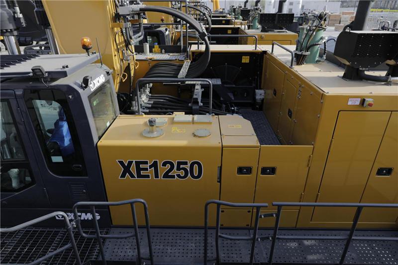 【多圖】徐工XE1250礦用液壓挖掘機中部檢修通道細節圖_高清圖
