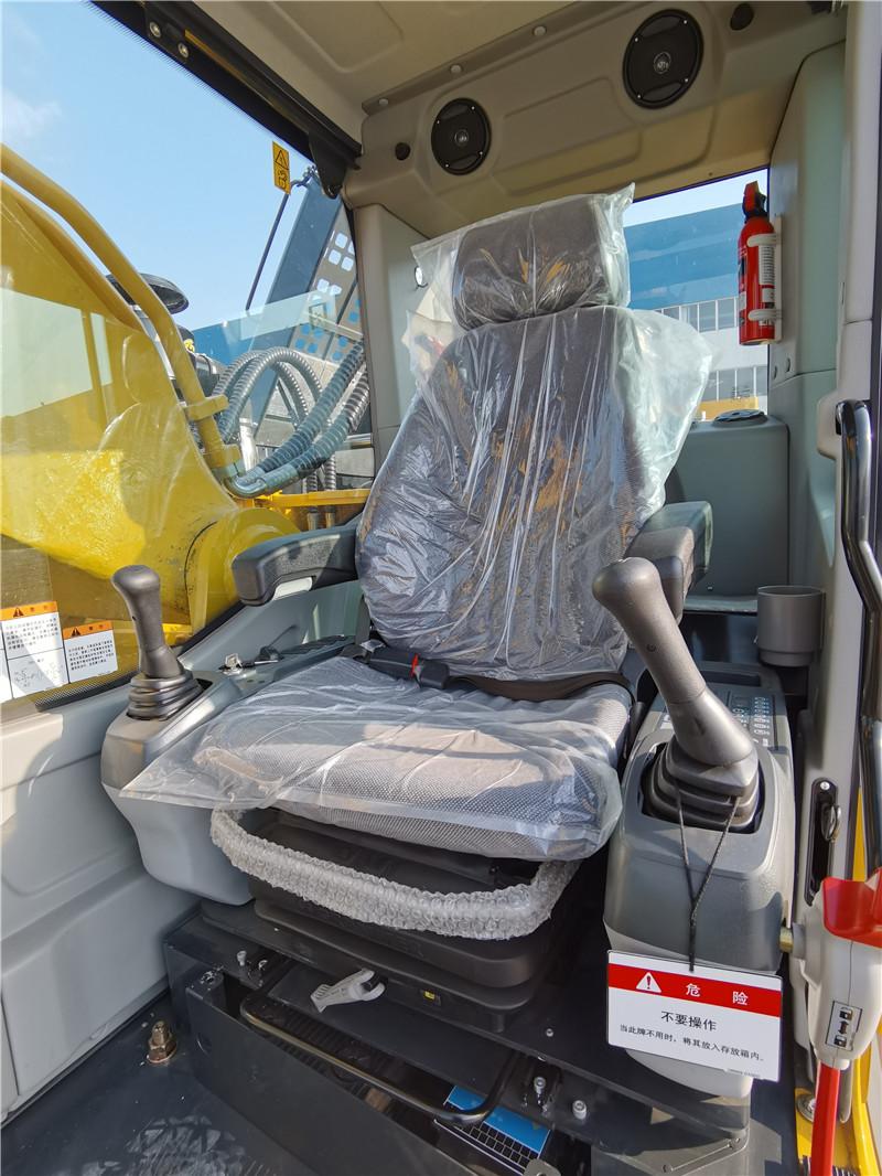 【多图】十田520-9挖掘机驾驶室细节图_高清图