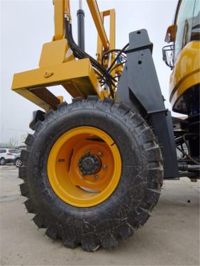 【耐磨轮胎】品牌钢丝胎,适用各种恶劣路面、砂石、崎岖山路,缓冲力强,耐磨耐腐蚀耐高温。