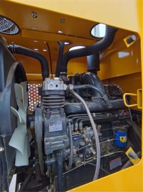【四缸增压发动机 76KW(104马力)】四轮增压柴油发动机 功率全新升级76KW,具有同型号产品中更大的发动机功率,可带来更高的燃油效率及澎湃动力;性能稳定,性价比高。