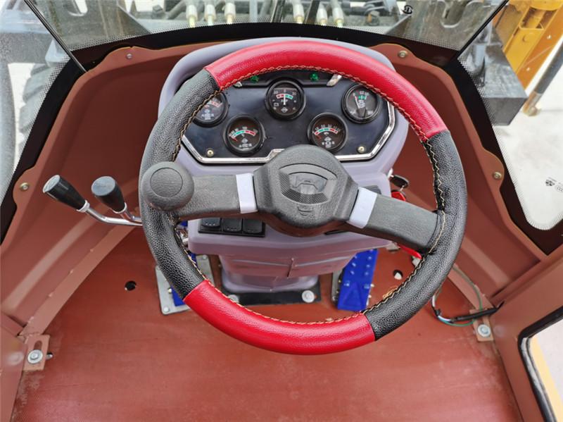【多图】宜迅YX-950(10m³空压机)打拔钻一体机驾驶室细节图_高清图