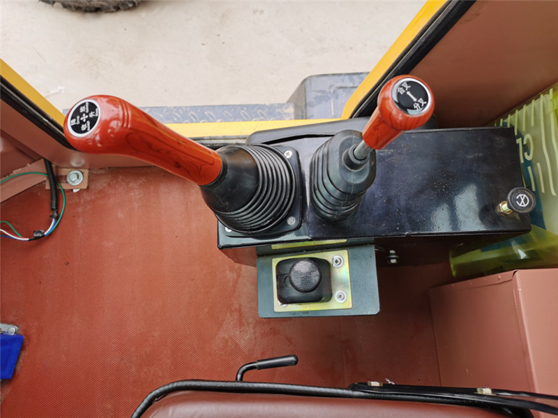 【多图】宜迅YX-950(10m³空压机)打拔钻一体机打桩 拔桩 操作系统细节图_高清图