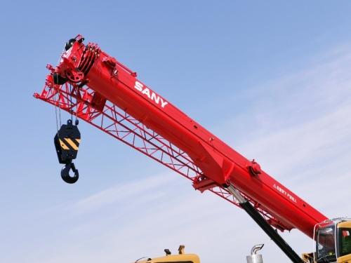 【超长超强主臂】主臂43米延续经典,U型大截面,采用高强钢板吊重更强