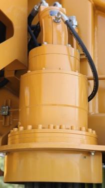 【低速大扭矩回转机构】采用大扭矩柱塞马达和低速大扭矩减速机,大幅度、重载工况不卡顿,操作平稳。