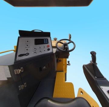 柳工CLG5100-2四驱铣刨机驾驶室