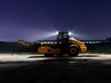 【照明灯】驾驶室设有远、近光灯,夜间施工如同白天一样轻松。