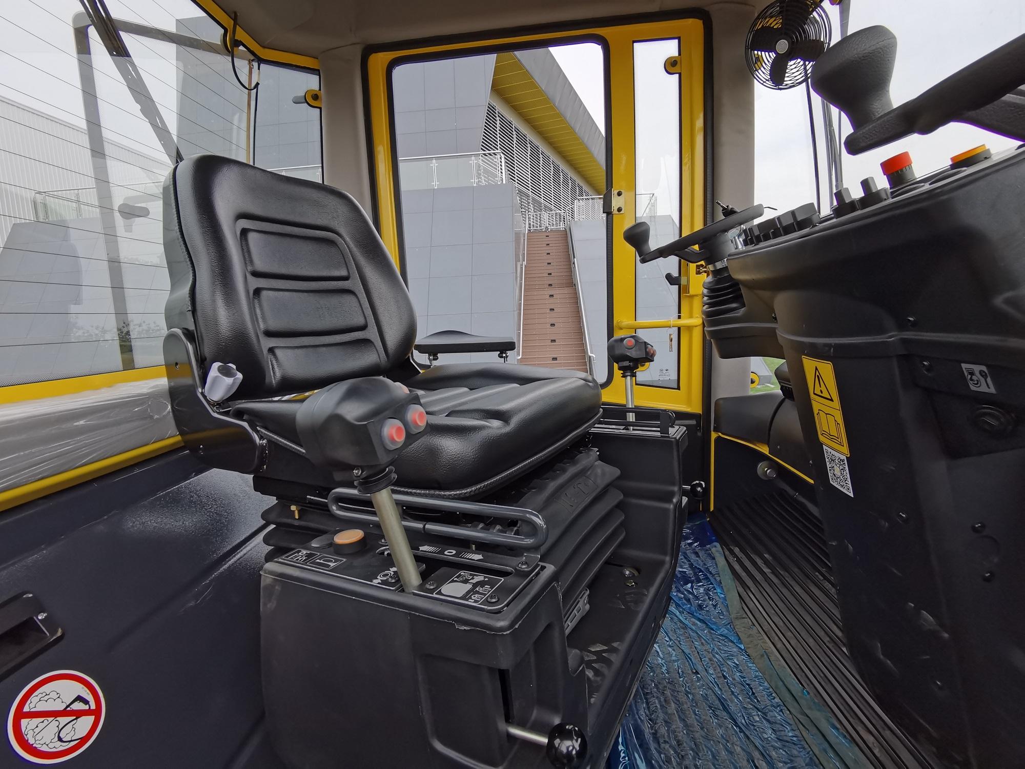 【多图】宝马格 BW203AD-4压路机可调节座椅细节图_高清图