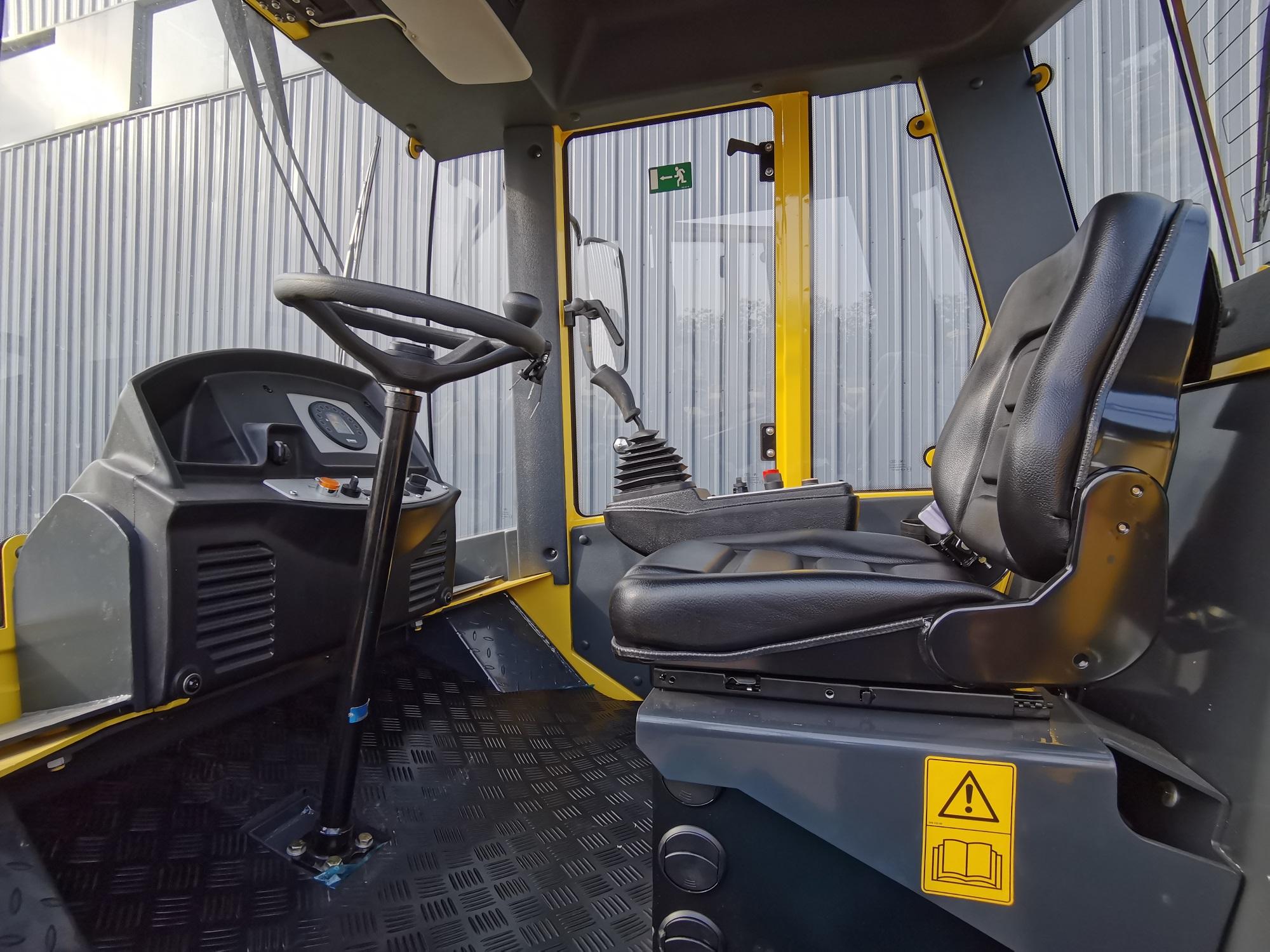 【多图】宝马格 BW220D-40压路机可调节座椅细节图_高清图