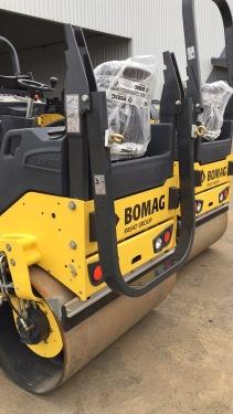 【叠式防翻滚架】可折叠的防翻滚保护系统和遮阳棚可选择配置。