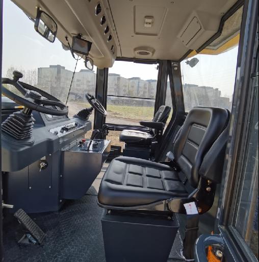 【多图】柳工CLG6530E轮胎压路机驾驶室细节图_高清图