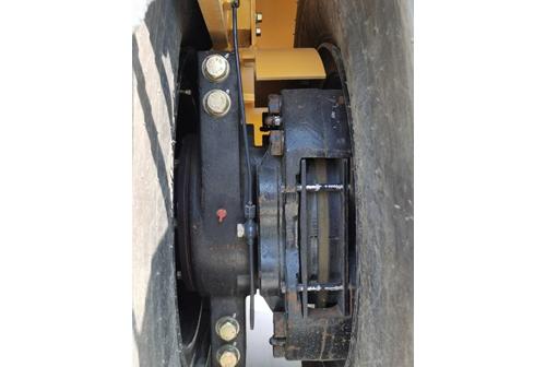 【多图】柳工CLG6530E轮胎压路机钳盘式制动器细节图_高清图