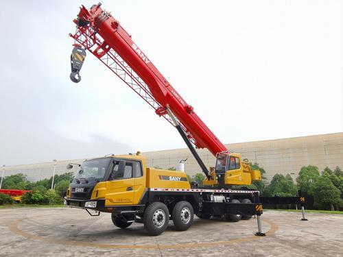 【更强起重性能】最大起重力矩达1590KN·m, 起重能力与行业新款50吨车比肩。