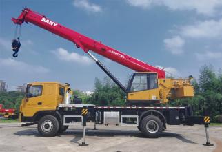【超极起重性能】最大起重力矩达735KN·m,中长臂起重性能比行业同吨位产品提升10%,起重能力超强。