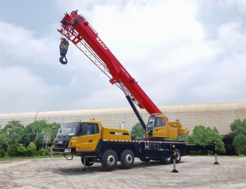 【更强起重性能】基本臂最大起重力矩达2107KN·m,全伸臂最大起重量10吨,最大起重力矩1254KN·m,比肩主流55吨级产品。