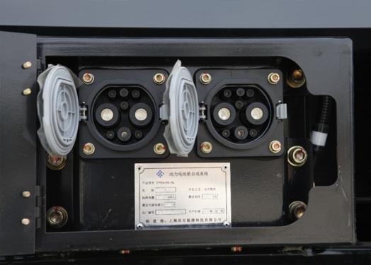 【动力电池系统】1.采用宁德时代大容量高性能动力电池组,动力强劲,性能可靠,续航时间长; 2.动力电池可实现3000至6000次充放电,提供5年10000小时质保; 3.动力电池采用双枪快充技术,1.5小时可充满电量。