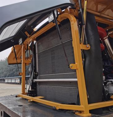 【新型散热器】散热系统全面升级,采用四合一单排散热器,与发动机整车精确计算,完美匹配,散热性能优良,适应更严酷的高温环境,翅片清理简单,保养维护方便。
