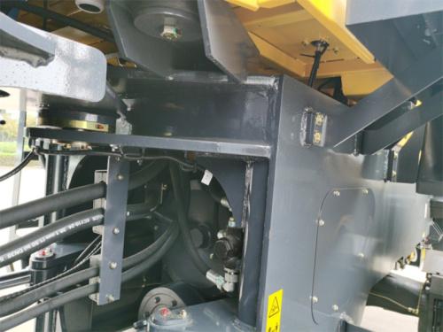 【轻量化车架】车架重新进行了优化,关键部件及薄弱环节进行加强,并经过CAE数字化分析,采用机器人焊接,安全可靠。