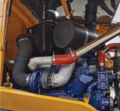 【潍柴新平台发动机】采用集团专供潍柴电喷国三发动机,提供P\S\E(重载\中载\空载)三级功率控制模式,用户自行选择,节能高效,进气和燃油均采用三级滤清器,运转可靠。
