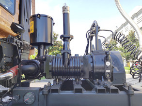 【空压机传动系统】1.无附加柴油机设计——减重,降成本,使用更方便; 2.牵引车动力取力——省油、上气快、卸料更快捷。