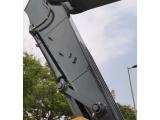 【動臂和斗桿】1.堅固的側護板和金屬板抗撞擊。在嚴酷的工作環境下,操作鏟斗動作時,加強筋有助于保護小臂來自于鏟斗物料的碰撞,鋼套保護脆弱的黃油加注點。 2.重型小臂和大臂非常耐用,即使在惡劣的應用中也能長期使用。