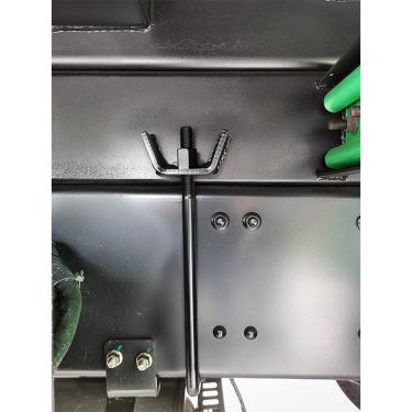 【底盘】1.免维护轻量化平衡轴+轻量化少片板簧:免维护、自重轻; 2.副梁与底盘采用U新的螺栓连接。