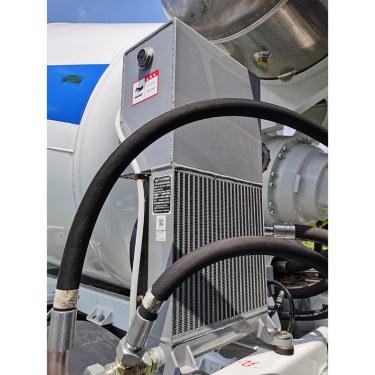 【散热器】功能: 降低液压油温度(液压系统)。 特点: 安装、布置简单,工作稳定可靠,散热效率高。